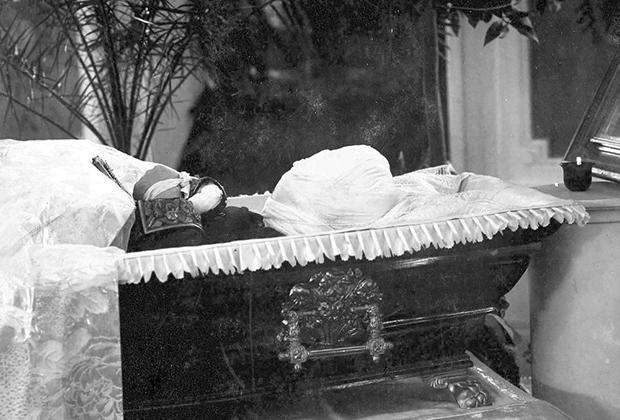 Гроб с останками самарского губернатора Ивана Блока (дяди поэта Александра Блока)