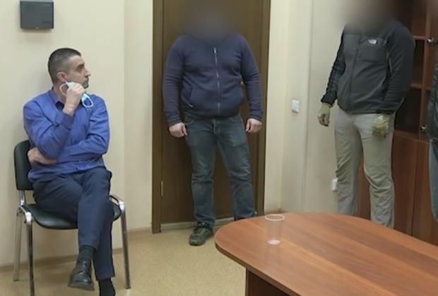 Задержанный консул Украины Александр Сосонюк (слева)
