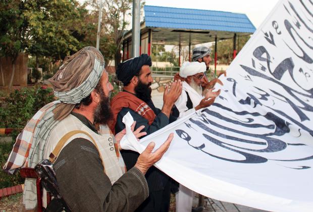 Талибы совершают молитву