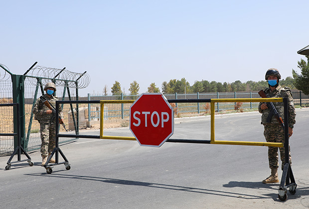 Пропускной пункт на границе Узбекистана и Афганистана