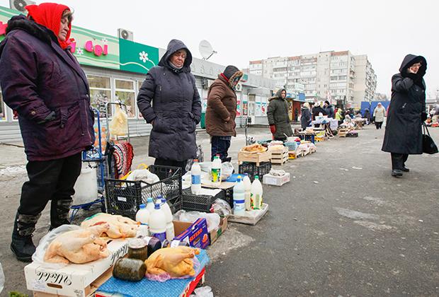 Пенсионеры продают домашнюю еду, Киев, 2014 год
