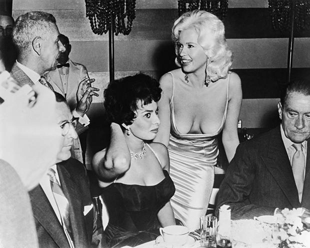 Майкл Романофф, Софи Лорен и Джейн Мэнсфилд. 1957 год
