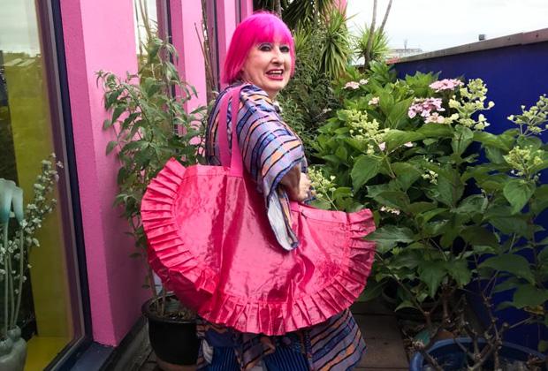 Зандра Роудс с сумкой из коллекции Karismatisk, созданной ею совместно с IKEA