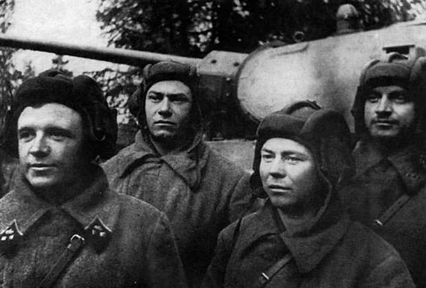 Экипаж Дмитрия Лавриненко (крайний слева), октябрь 1941 года