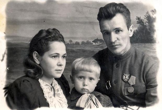Колобанов с семьей после войны
