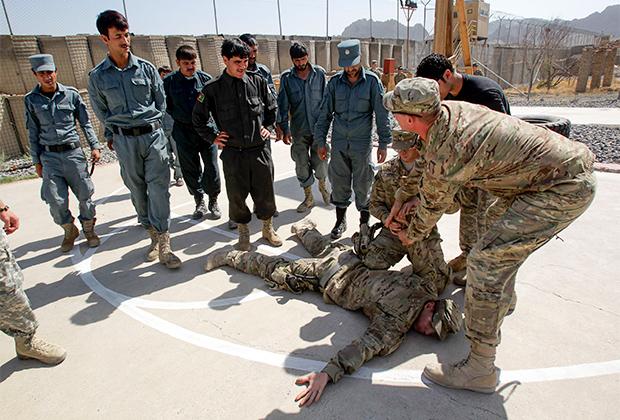 Американские инструкторы обучают афганских военных в Кандагаре