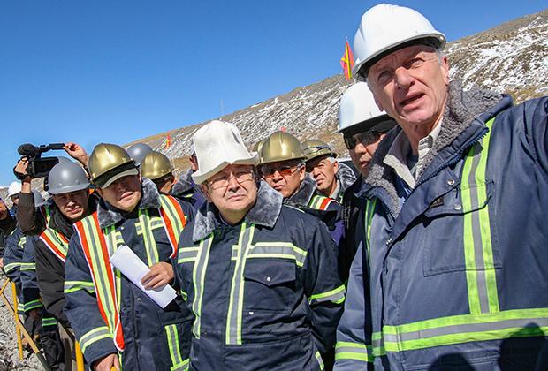 Президент «Кумтор Оперейтинг Компании» Майкл Фишер на встрече с премьер-министром Киргизии Жанторо Сатыбалдиевым