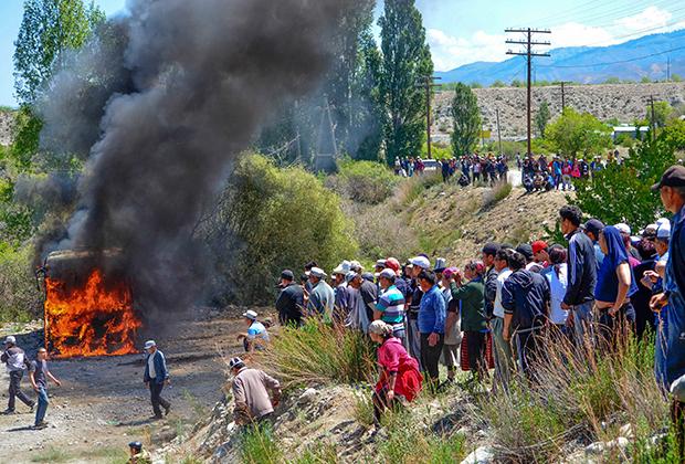 Протестующие в киргизском городе Барскоон
