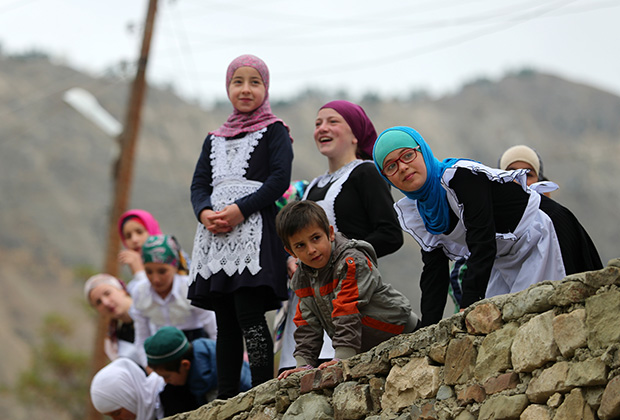 Дагестан. Ученики средней школы села Корода в Гунибском районе