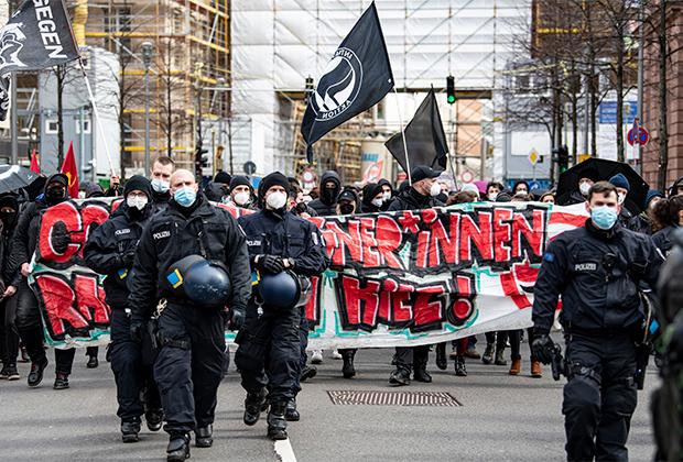 Демонстрация против правых экстремистов и так называемого «рейхсбюргера» в Берлине, март 2021 года