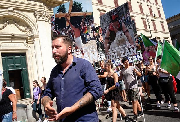 Манифестация неофашистской партии «Дом Эзры Паунда»