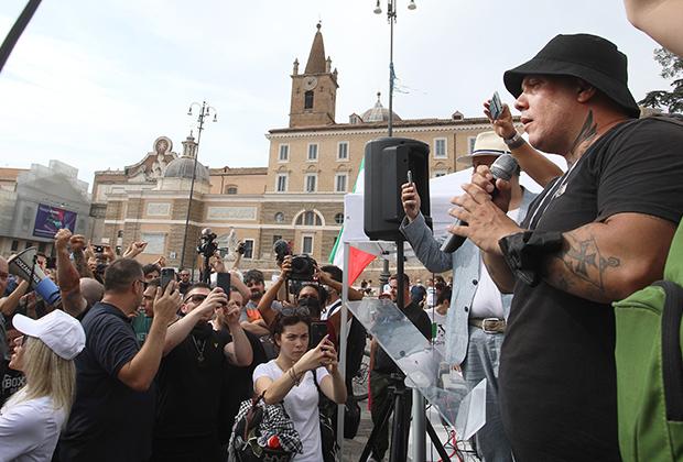 Акция протеста против карантинных ограничений в Риме, организованная 27 июля движением «Новая сила»
