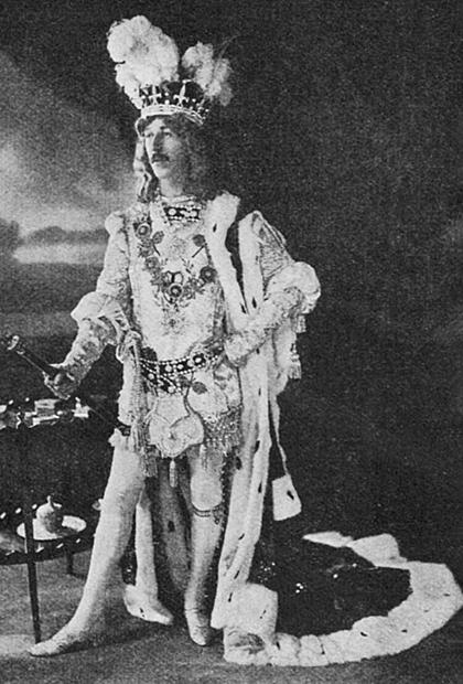 Генри Сирил Пэджет в одном из театральных костюмов