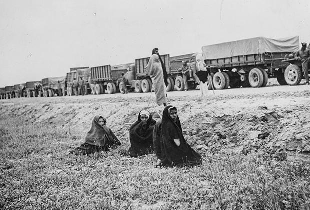 Колонна американских военных грузовиков, осуществлявших перевозки по ленд-лизу в СССР, в Восточном Ираке