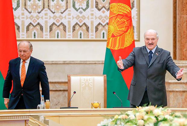 Александр Лукашенко приветствует участников Мюнхенской конференции в Минске, 2018 год
