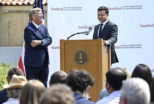 Владимир Зеленский выступает в Стэнфордском университете
