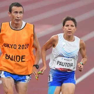 Елена Паутова (справа) и гид Григорий Андреев
