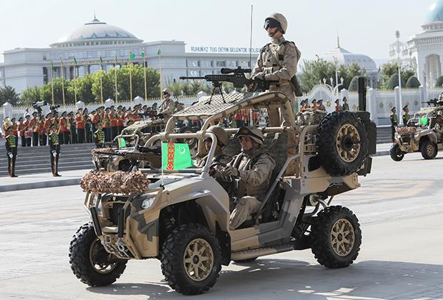 Военный парад в Ашхабаде в честь Дня независимости Туркмении
