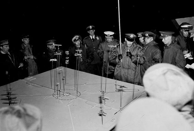 Наблюдатели НАТО на ядерных испытаниях. Полигон в Неваде, 5 мая 1955 года