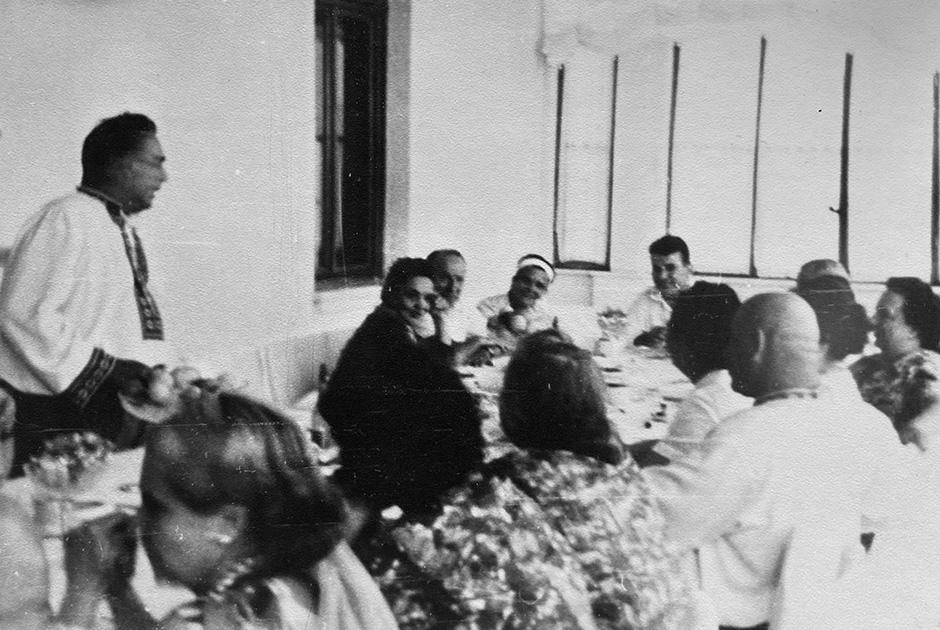 На даче у Брежнева за два месяца до снятия Хрущева. Фото Виктора Гонтаря (муж старшей дочери Хрущева Юлии Никитичны), 1964 год