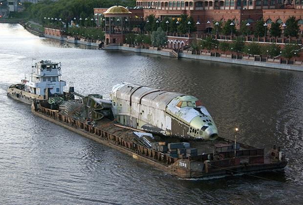 Первый корабль второй серии по пути в Жуковский