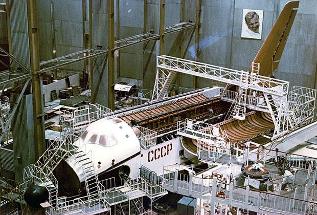 Полноразмерный испытательный стенд ОК-КС. Испытания на стенде велись с 1984 года до первого запуска «Бурана»