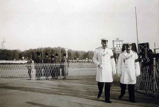 Столыпин (слева) за шесть часов до роковых выстрелов, Киев, 14 сентября 1911 года
