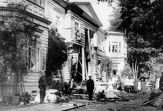 Последствия взрыва на даче Столыпина на Аптекарском острове