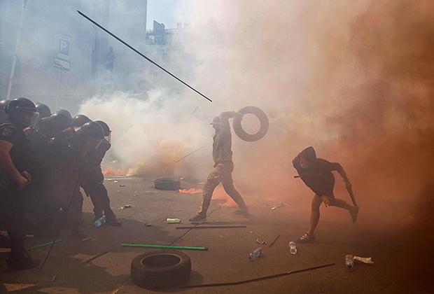 Столкновение активистов «Нацкорпуса» с полицией в Киеве