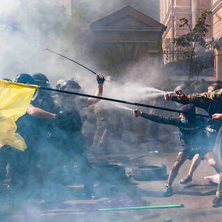 Столкновение активистов политической партии «Национальный корпус» (запрещена на территории России) с полицией