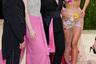 Российская модель Ирина Шейк решила порадовала фанатов очередным «голым» нарядом. Креативный директор бренда Valentino Джереми Скотт одел манекенщицу в прозрачное облегающее платье телесного цвета, которое оформлено корсетом и высоким разрезом. Наряд украсили шлейф и аппликации в виде цветов. Шейк позировала рядом со Скоттом, певицей Карен Элсон и олимпийским чемпионом по прыжкам в воду Томом Дейли, который прославился на последних играх своим необычным хобби — вязанием.