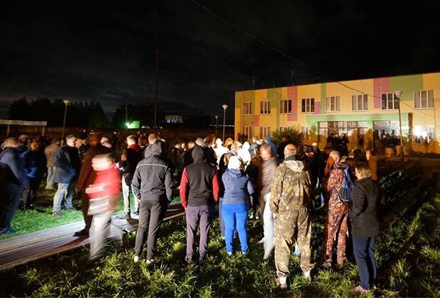 Народный сход у общежития мигрантов в Бужаниново