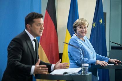 Зеленский наградил Меркель орденом за остановку «российского вторжения»