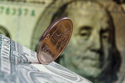 Рубль сохранил позиции к доллару и евро