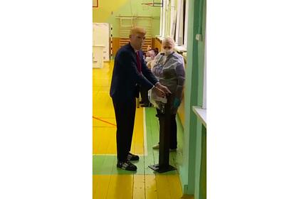 «Дональд Трамп» посетил избирательный участок в Москве