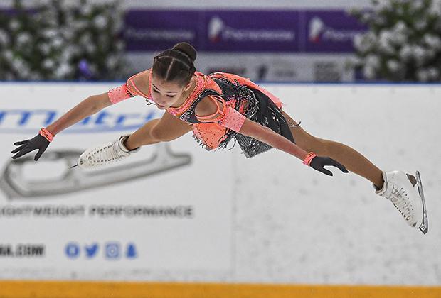 Софья Акатьева в короткой программе на этапе Кубка России в сезоне-2020/2021