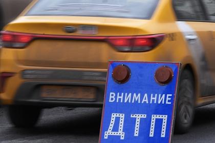 На российской трассе в ДТП с микроавтобусом погибли два человека