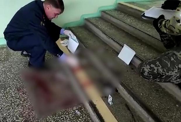 Следователи на месте стрельбы в Пермском госуниверситете