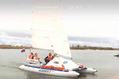 Путешественники решили дойти от Ямала до Карского моря на надувном катамаране