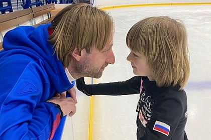 Плющенко показал тренировку сына со сломанной рукой