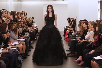 Новый цвет свадебных платьев стал трендом во время пандемии
