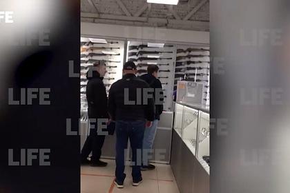 Продавшие оружие пермскому стрелку описали его