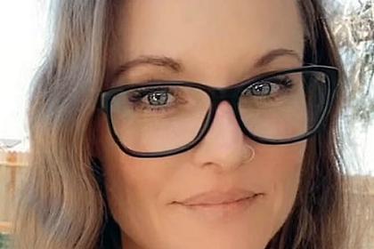 Выступавшая против вакцинации 40-летняя мать четырех детей умерла от COVID-19