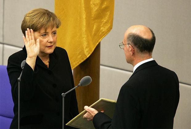 Ангела Меркель приносит присягу 22 ноября 2005 года