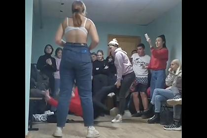 В российском техникуме студенты избили сокурсницу