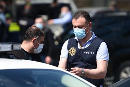 В Грузии двоих оппозиционеров ранили ножом на встрече с избирателями