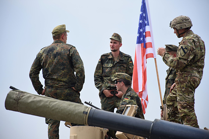 Немецкие и американские солдаты на учениях