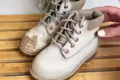 Блогерша показала простой способ очистить замшевую обувь