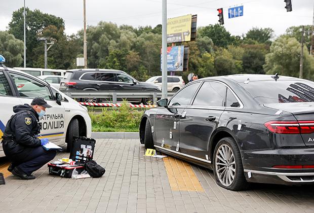 Автомобиль Сергея Шефира со следами от пуль