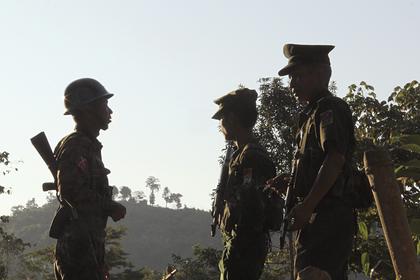 Тысячи жителей покинули город в Мьянме из-за боев между хунтой и диссидентами